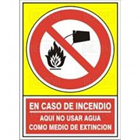 """SEÑAL 409 PLÁSTICO 490x345 EN CASO DE INCENDIO AQUÍ NO USAR AGUA COMO MEDIO DE EXTINCIÓN"""""""""""